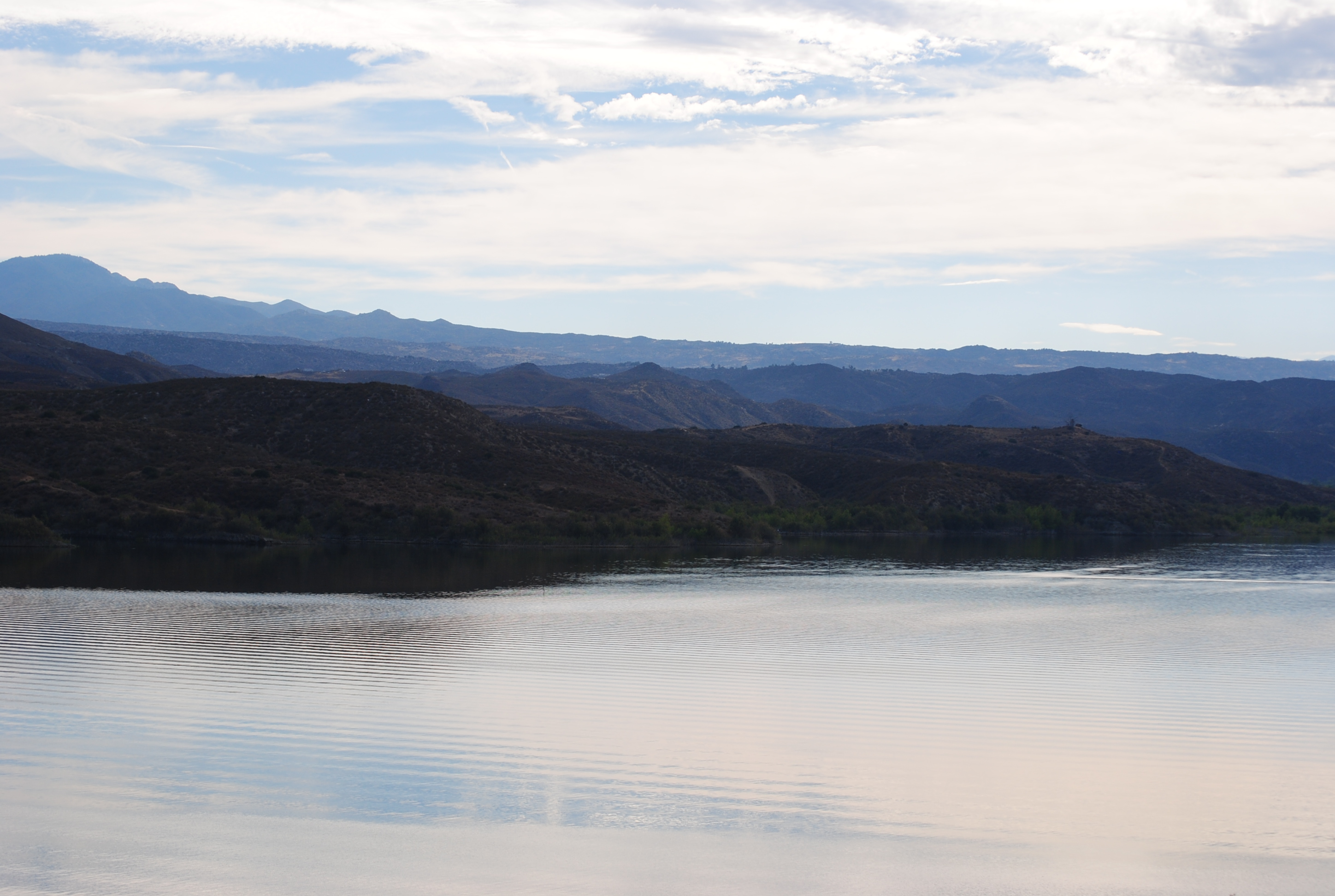Image of Vail lake with the mountains